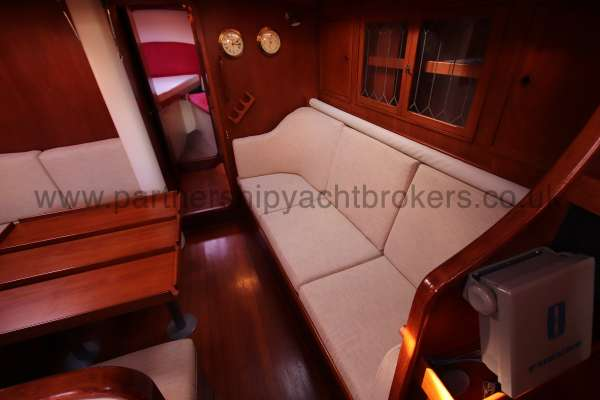 Classic Classic 45  The saloon  - starboard side settee