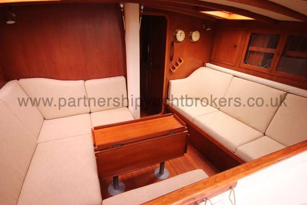 Classic Classic 45  The saloon - starboard side