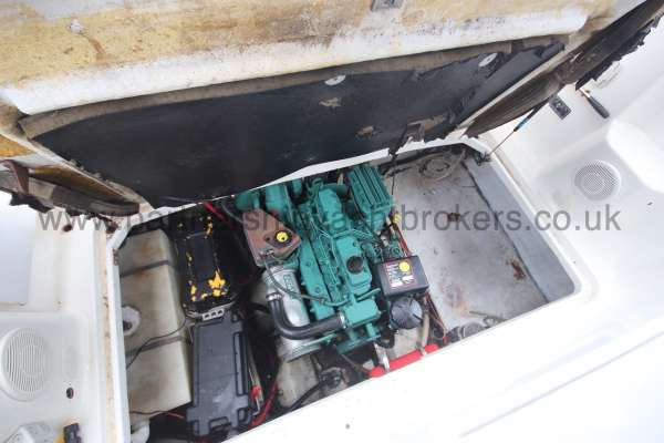 Glastron GS 249 The engine compartment -