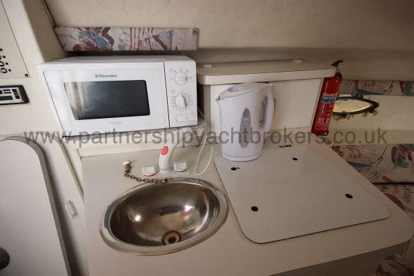 Glastron GS 249 The galley -