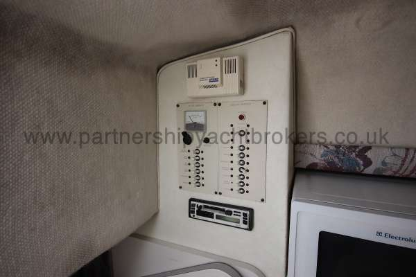 Glastron GS 249 The main switch panel -