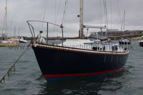 Macwester 27 Afloat - port bow