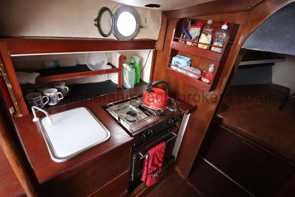 Macwester 27 The galley -