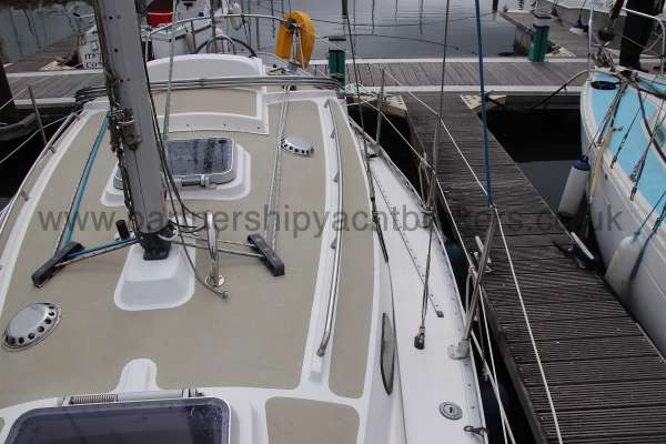 Sadler Phoenix 27 Port side deck - looking aft