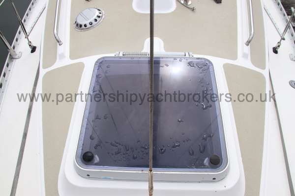 Sadler Phoenix 27 The fore hatch -