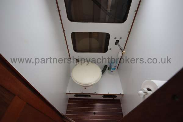 Sadler Phoenix 27 The heads compartment -