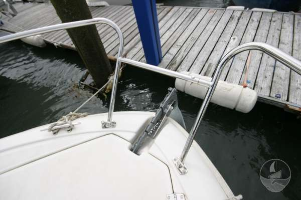 Jeanneau Merry Fisher 585 Fore deck detail -