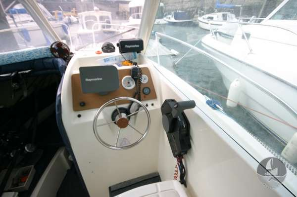 Jeanneau Merry Fisher 585 The helm position -