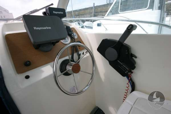 Jeanneau Merry Fisher 585 Helm detail -