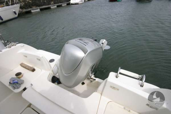 Jeanneau Merry Fisher 585 Engine in raised position -