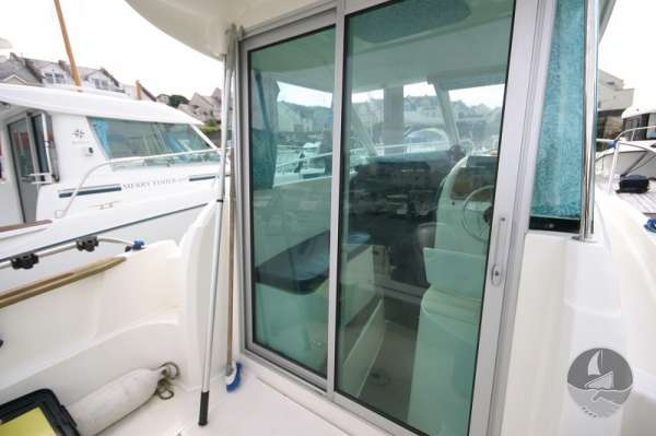 Jeanneau Merry Fisher 585 The wheelhouse from aft deck -