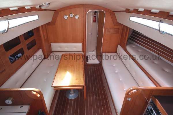 Sigma 33 Saloon view -