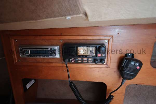 Sigma 33 The VHF radio -