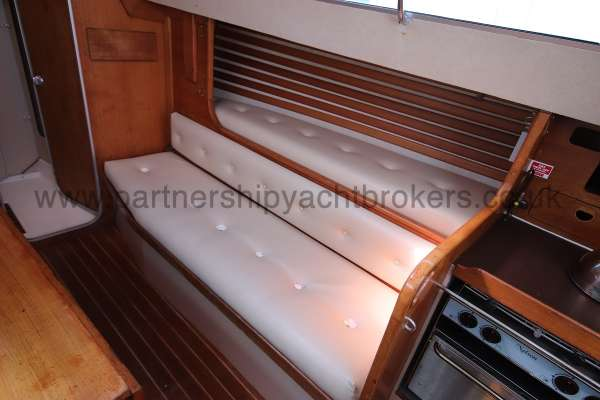 Sigma 33 The starboard settee berth - pilot berth above