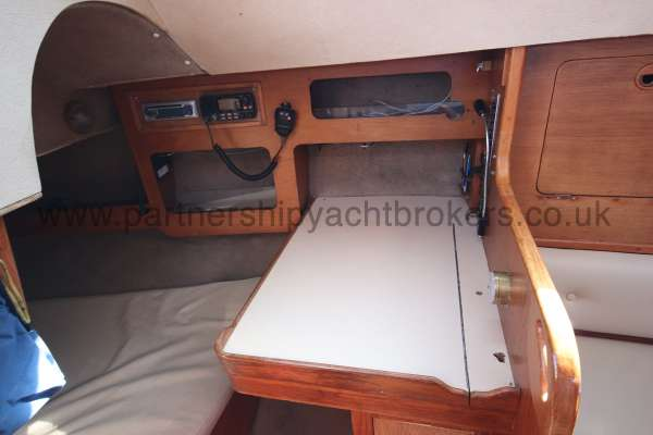 Sigma 33 The navigation table - port side aft