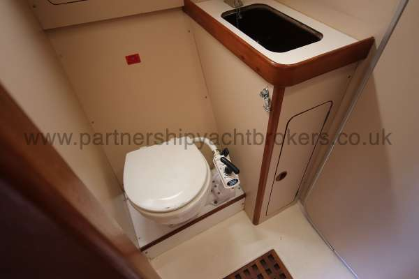 Sigma 33 The heads compartment - with wash basin
