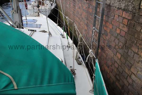 Southerly 105 Starboard side deck - seen from aft