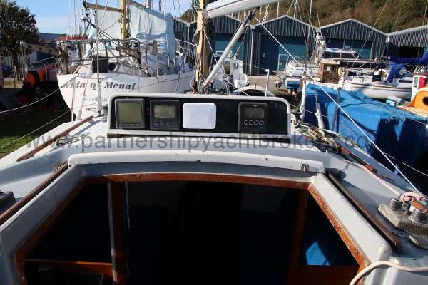 Scampi 30 Instruments for the helm -