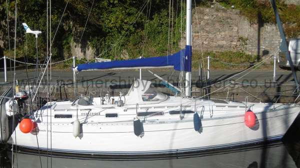 Moody 35 Starboard side view -