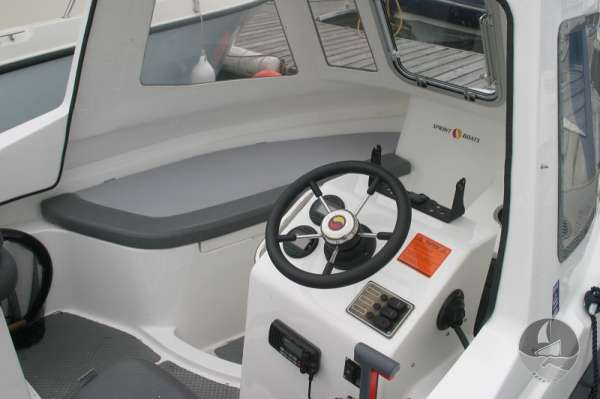 Nord Fisher 170 The helm position -
