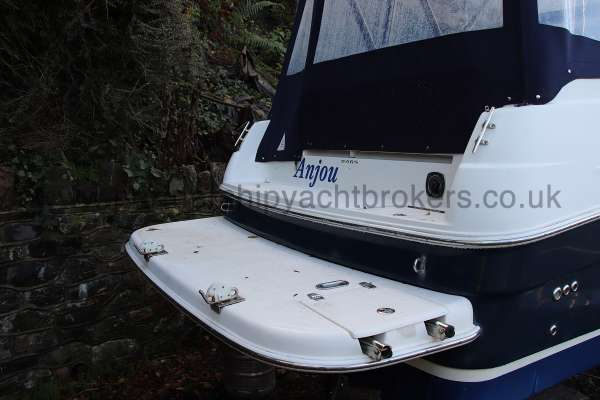 Regal 2465 Commodore The stern bathing deck - boarding ladder stowed