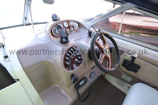 Regal 2465 Commodore The helm -