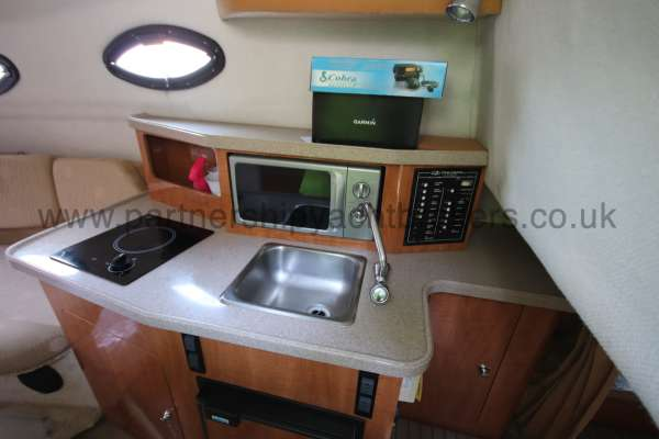 Regal 2465 Commodore The galley -