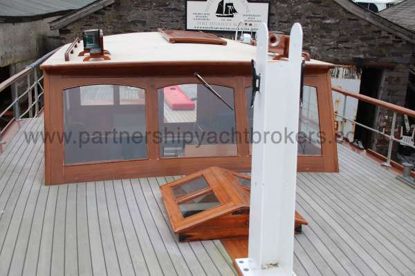 Wooden Classic Motor Yacht Twin Engine The wheelhouse - and fore mast tabernacle