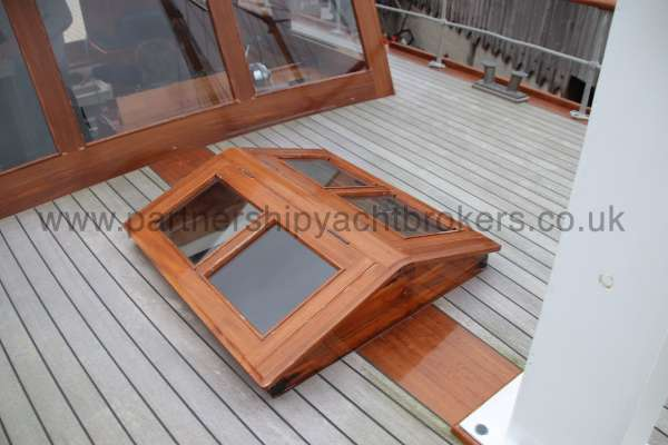 Wooden Classic Motor Yacht Twin Engine Saloon sky light -