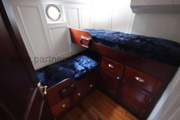 Wooden Classic Motor Yacht Twin Engine The aft twin berth cabin -  to port