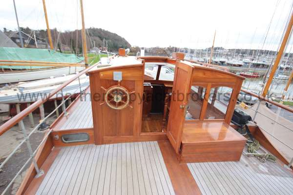 Wooden Classic Motor Yacht Twin Engine The wheelhouse -