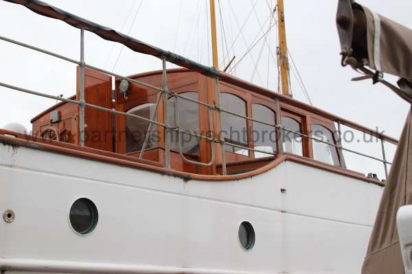 Wooden Classic Motor Yacht Twin Engine Ground view - starboard side