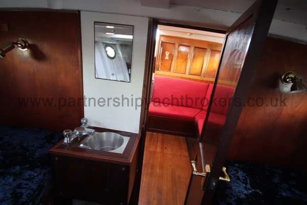 Wooden Classic Motor Yacht Twin Engine Washbasin in fore cabin -
