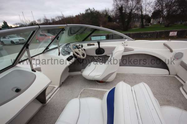 Maxum 1800MX Helm position -