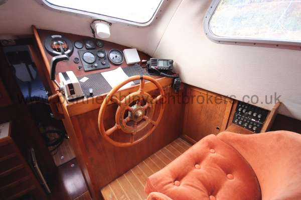 Westerly Vulcan The inside helm - Excellent forward visibility