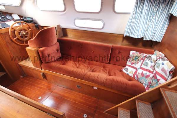 Westerly Vulcan The starboard settee -