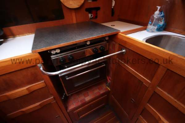 Westerly Vulcan The galley cooker -