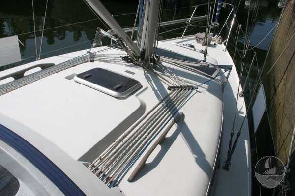 Hunter Channel 32 Coachroof and deck view -