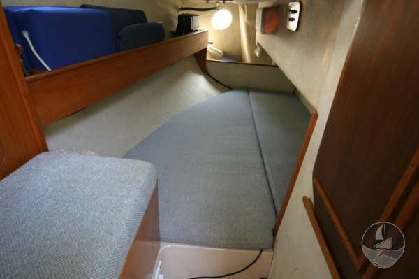 Hunter Channel 32 Quarter berth -