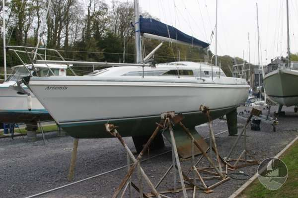 Hunter Channel 32 Port side view ashore -