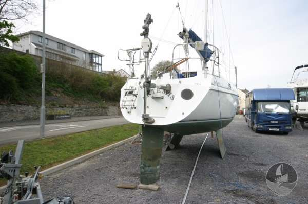 Hunter Channel 32 Stern view ashore -