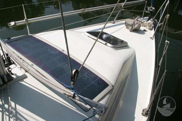 Hunter Channel 32 Fore deck looking foreward -