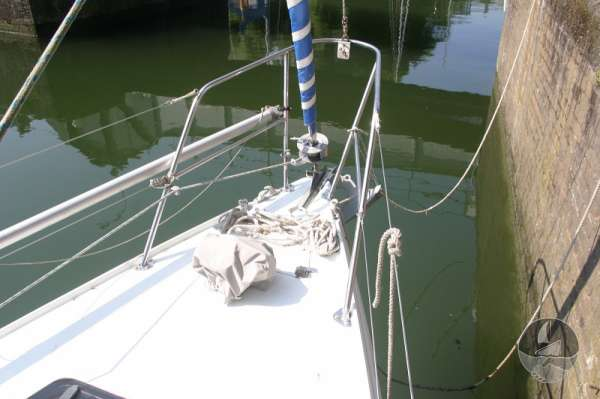 Hunter Channel 32 The fore deck -