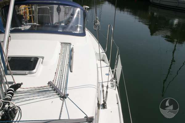 Hunter Channel 32 Port side deck looking aft -