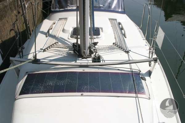 Hunter Channel 32 Deck view looking aft -