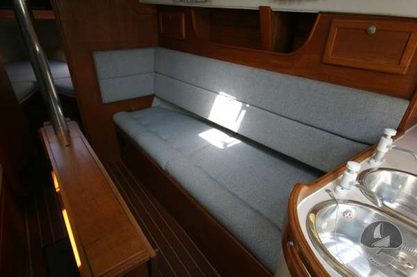Hunter Channel 32 Starboard settee berth -