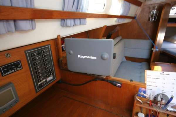 Hunter Channel 32 Navigation table and instruments -