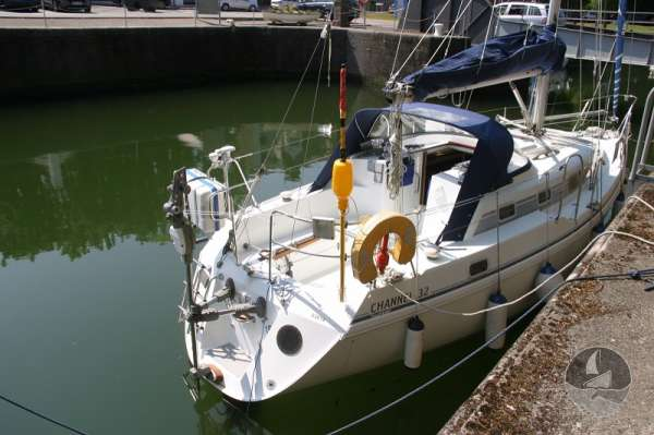 Hunter Channel 32 Stern view -