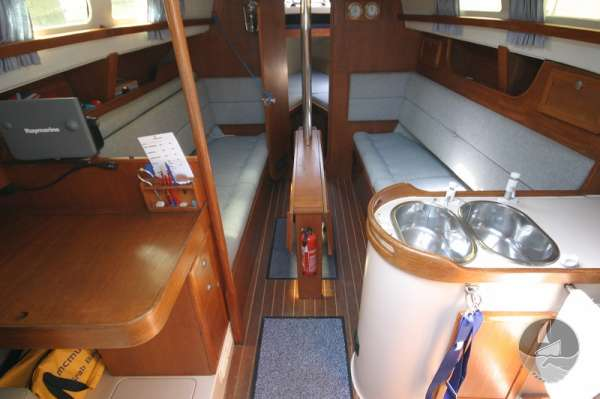 Hunter Channel 32 The saloon seen from the main hatch -