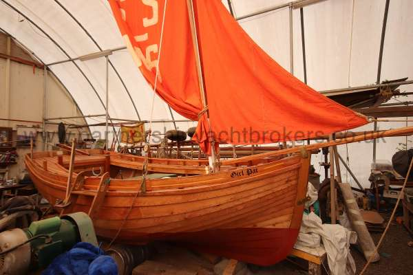 Devon Lugger 18 ft Wooden Classic  - starboard side
